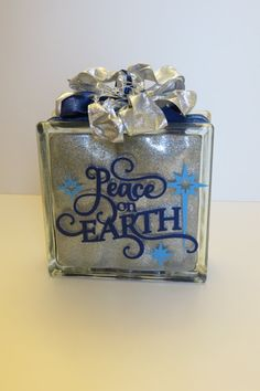 Glass Block Peace On Earth by PBCreativeDesigns on Etsy Christmas Glass Blocks, Glass Christmas Ornaments, Christmas Items, Christmas Projects, Decorative Glass Blocks, Lighted Glass Blocks, Glass Cube, Glass Boxes, Glass Block Crafts
