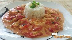 Recept za Piletina u krem sosu od pečenih paprika. Za spremanje ovog jela neophodno je pripremiti pileće belo meso, papriku, praziluk, beli luk, peršun, pavlaku, ulje, pirinač.