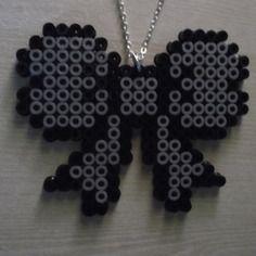 Collier nœud papillon en perles à repasser / pixel art