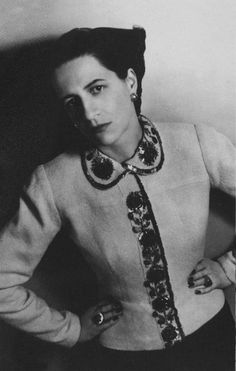 Ex US Vogue and Harper's Bazaar editor Diana Vreeland wears an intricatley embellished Elsa Schiaparelli jacket, for this Harper's Bazaar portrait by Louise Dahl-Wolfe in via Lynette ten Brummeler Elsa Schiaparelli, Diana Vreeland, Fashion Weeks, 1930s Fashion, Vintage Fashion, Vintage Style, Lanvin, Center For Creative Photography, Christian Dior