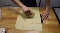 Fursecuri delicioase cu umplutură de nuci! - Retete-Usoare.eu Plastic Cutting Board