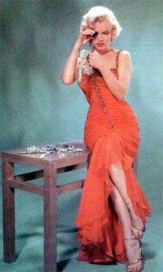 Marilyn Monroe | John Florea, 1953. Marilyn making sure they are real Diamonds! (please follow minkshmink on pinterest)