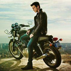¿Quién quiere un paseo en moto con Mario Casas? yooooooooooo
