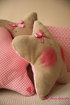 Star pillows - these would be perfect for a little girl's bedroom. You'd have to be very daring with the blusher though.
