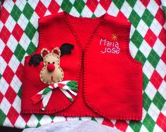 el chaleco navideño más adorable!... que hice yo misma! sigue el link para más información the cutest christmas themed vest!...that I made by myself! follow the link for more info http://marroquineriamc.blogspot.com/