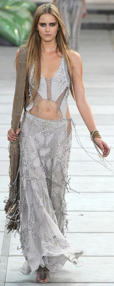 ✪ Native American Influence in Cavalli's SS 2011 collection ✪