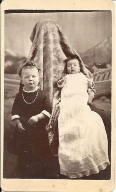 funny thing happened in 1885 Antique Photos, Vintage Pictures, Vintage Photographs, Old Pictures, Old Photos, Time Pictures, Mother Pictures, Mother Images, Bizarre Photos