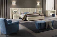 Następna wersja ekskluzywnej sypialni włoskiej Chanel. Dostępne do kompletu szafy, komody, toaletki.