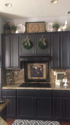 - Farmhouse kitchen style will be perfect idea if you want to have family gathering in your kitchen during meal time. There are a lot of ideas in decora. kitchen decor above cabinets Rustic Farmhouse Kitchen Decoration Ideas - TRENDUHOME Home Decor Kitchen, Farmhouse Kitchen Decor, Decorating Above Kitchen Cabinets, Kitchen Remodel, Kitchen Decor, Cabinet Decor, Above Cabinets, Home Kitchens, Kitchen Renovation