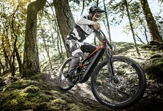 YT Industries entered the e-mtb segment, and did so by presenting the new Decoy CF: three versions for the Decoy CF, all with carbon frame, excursion rear 165 mm, Shimano Steps engine. E Mtb, Bike News, Lazy People, High Five, Second World, Mountain Biking, Bicycle, Industrial, Engine