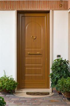 Portone ingresso Imax. Realizzato in legno di rovere lamellare, rivestimento in alluminio decorato legno lato esterno