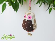 """Eule """"Hedwig"""" (nr. 035) – Sie ist ein dekoratives Accessoire für zu Hause oder dient als Anhänger, z.B. an Taschen – und natürlich als Glücksbringer. Egal ob für dich oder als Aufmerksamkeit für einen lieben Menschen – Hauptsache, sie macht glücklich!"""