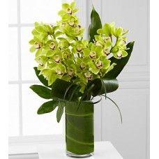 Jarra em Vidro com Orquídeas  A beleza e a elegância das orquídeas permitem que qualquer mulher fique apaixonada apenas com um olhar.