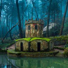Ruinas de castillo en Sintra, Portugal.