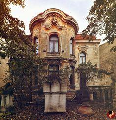 Paris, Mansions, Architecture, House Styles, Decay, Beautiful, Home Decor, Bucharest, Arquitetura