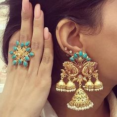 Trending Offbeat Jewellery for your Unique bridal look! Leave the regular bridal jewellery and experiment something new for your bridal look! Indian Jewelry Earrings, Indian Jewelry Sets, Jewelry Design Earrings, Indian Wedding Jewelry, Fashion Earrings, Bridal Jewelry, Jewelery, Gold Earrings, Fashion Jewelry
