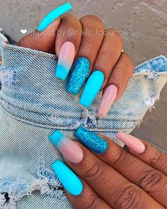 There are three kinds of fake nails which all come from the family of plastics. Acrylic nails are a liquid and powder mix. They are mixed in front of you and then they are brushed onto your nails and shaped. These nails are air dried. Blue Coffin Nails, Gold Nails, Gradient Nails, Stiletto Nails, Acrylic Nails For Summer Coffin, Acrylic Nails Coffin Kylie Jenner, Cute Nails, Pretty Nails, My Nails