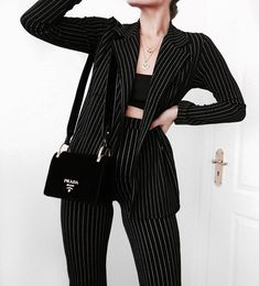 Discovered by Vogue. Find images and videos about girl, fashion and style on We Heart It - the app to get lost in what you love. Casual Work Outfits, Professional Outfits, Retro Outfits, Stylish Outfits, Cool Outfits, Suit Fashion, Work Fashion, Fashion Outfits, Business Outfits Women