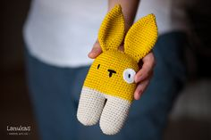 Free bunny rattle pattern available in Spanish and English