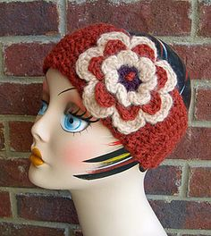 Pretty Earwarmer: #free #crochet #pattern