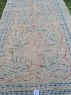 Tela em juta, pintada p/ bordar arraiolos, motivo: Floral  Medida: 0,67 X 1,06  código: TJ07- Stitch 2, Cross Stitch, Tapete Floral, Textiles, Rugs On Carpet, Needlepoint, Bohemian Rug, Needlework, Projects To Try