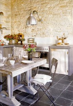 #Stone walls in the #kitchen add warmth and charm.  www.tigerstoneandbrick.com
