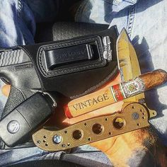 A good end to this Tactical Tuesday | @dleifneergelyk #cigarsandguns #cigars #guns #2a #tacticaltuesday #puffpuffpewpew