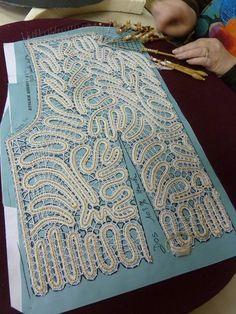Bruges lace or romanian point lace vest pattern sides – Artofit Freeform Crochet, Filet Crochet, Crochet Motif, Crochet Lace, Crochet Stitches, Doilies Crochet, Crochet Pillow, Bobbin Lace Patterns, Sewing Patterns