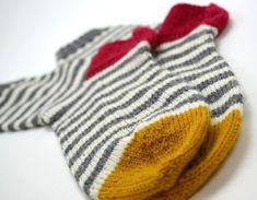 Knitting Socks, Knit Socks, Mittens, Storytelling, Knit Crochet, Gloves, Textiles, Wool, Sewing