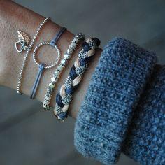 ISABEL ♥ Bracelet charm cercle sur fil de nylon. Ajustable à la grandeur de votre poignet. Fabriqué avec amour à Montréal.