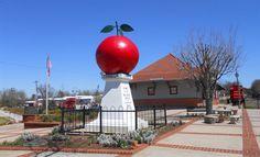 Big Red Apple, Cornelia, GA