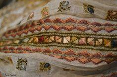 Romanian blouse detail. Adina Nanu collection Folk Costume, Costumes, Folk Art, Elsa, Bohemian Rug, Textiles, Traditional, Embroidery, Blanket