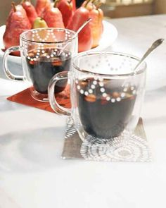 Glogg (Scandinavian Mulled Wine) | 17 Wonderfully Warm And Cozy Mulled Drinks