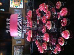 My daughter's graduation cake/cupcakes