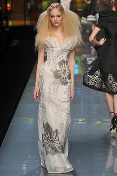 Christian-Dior-Couture-Collection-Spring-2010-Couture-Shows+(24).jpg (333×500)