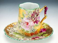 Porcelana Cup & Saucer Looks like a demitasse cup to me, so filing it under Java. China Cups And Saucers, Teapots And Cups, China Tea Cups, Antique Tea Cups, Vintage Cups, Vintage China, Chocolate Cups, My Cup Of Tea, Tea Service