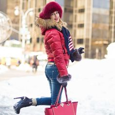 Happy Friday to all my friends around the world! Do you already follow my new team page @vfashionworld ? What are you waiting for?! I'm taking a little break into fashion and focus on major projects which I will tell you more on my next post!... So stay tuned!! This is a photo I took in New York in February 2014 by the talented photographer @markjgphotography #vfashionworldinnewyork ❤️