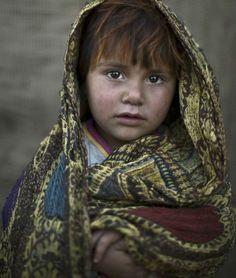 La guerra en sus ojos: Conmovedores retratos de niños afganos refugiados, por el fotógrafo Muhammed Muheisen