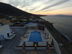 Agia Irini || The traditional complex of Agia Irini features air-conditioned rooms each with 2 Aegean Sea-view balconies, 2 km from Imerovigli Village. It has a pool and offers free Wi-Fi in public areas.