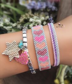 Бисер This image may contain: jewelry Related posts:photojojo: Some of the most interesting photo series combine. Native Beading Patterns, Native Beadwork, Peyote Patterns, Jewelry Shop, Beaded Jewelry, Jewelry Making, Album Design, Button Bracelet, Summer Bracelets