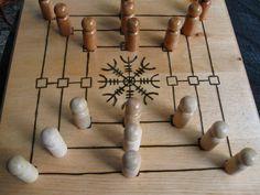 Nine Men's Morris Wooden Board Games, Wood Games, Medieval Games, Vikings Game, Two Player Games, Diy Games, Earring Tutorial, Tabletop Rpg, Game Pieces
