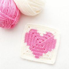 Solid Heart Granny Square Crochet Pattern - Hello Miss Maker Knitting ProjectsKnitting For KidsCrochet ProjectsCrochet Baby Granny Square Pattern Free, Granny Square Häkelanleitung, Granny Square Crochet Pattern, Crochet Squares, Crochet Granny, Crochet Motif, Crochet Patterns, Granny Squares, Free Pattern