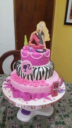 Torta de Barbie con accesorios