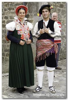 Couple in traditonal costumes, Ansó, Huesca, Spain
