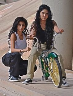 Gangsta girlz r da best, y'all Chicana Rose, Chica Chola, Arte Lowrider, Lowrider Bike, Estilo Chola, Chola Girl, Cholo Style, Gangster Girl, Brown Pride