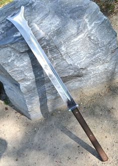 FALCHION inspired by a weapon depicted in Maciejowski Bible, century, constructed for historical fencing. Overall length 86 cm Blade: 57 cm Arsenal, Swords And Daggers, Knives And Swords, Cool Swords, Medieval Weapons, Arm Armor, Fantasy Weapons, Medieval Fantasy, Blacksmithing