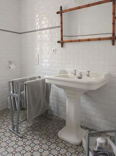 Salle de bain on pinterest architecture ceramic tile for Carreaux de ciment salle de bain