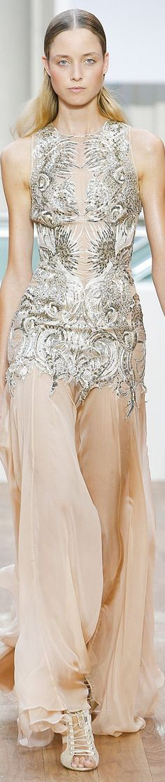 Julien Macdonald Spring 2015 Ready-to-Wear jaglady High Fashion Dresses, Glamour, Runway Fashion, Fashion 2018, London Fashion, Couture Collection, Couture Dresses, Beautiful Gowns, Evening Gowns