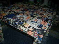 Tavolino Diabolik lavorato a decoupage e resina lucida
