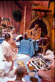 Krishna Art, Radhe Krishna, Srila Prabhupada, Divine Grace, God Pictures, Lord Shiva, Hare, Kitsch, Saints